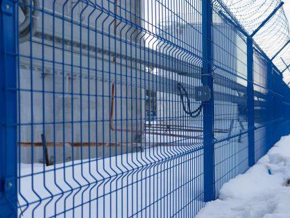 Защита территории – основная функция металлического ограждения